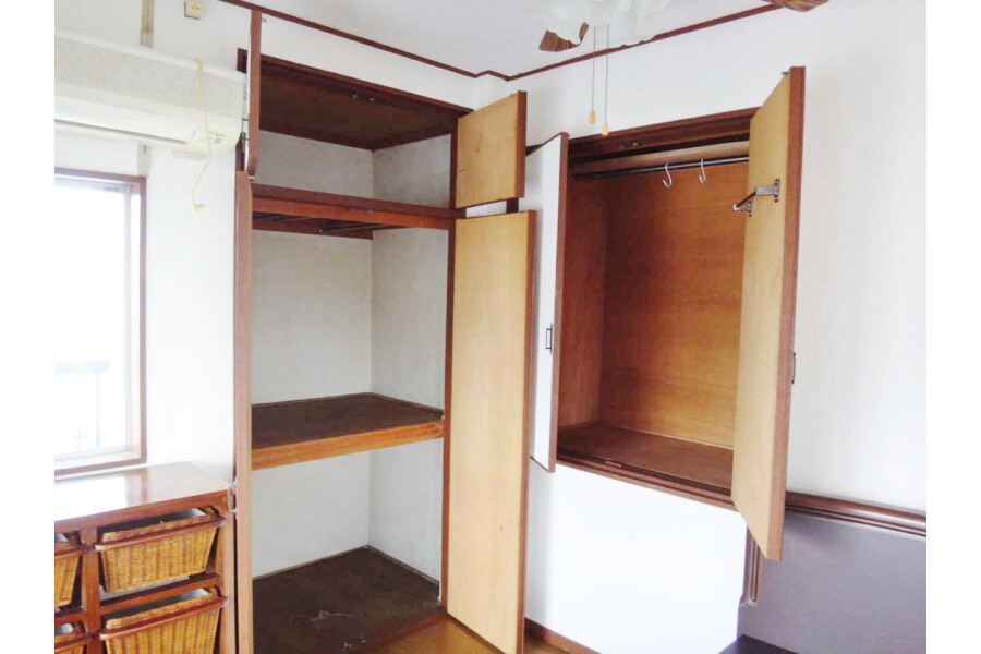 1LDK Apartment to Rent in Toyonaka-shi Storage