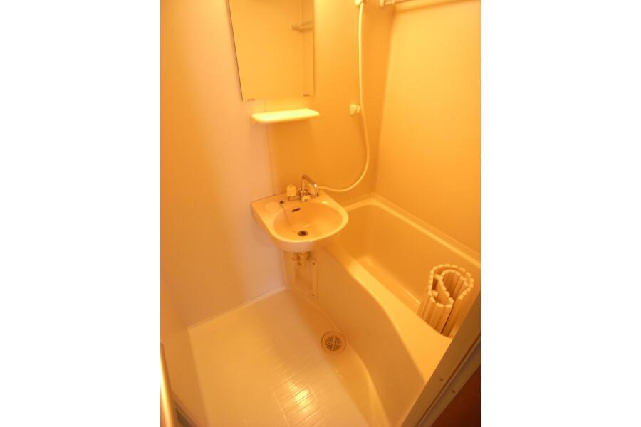 1R Apartment to Rent in Kawasaki-shi Miyamae-ku Bathroom