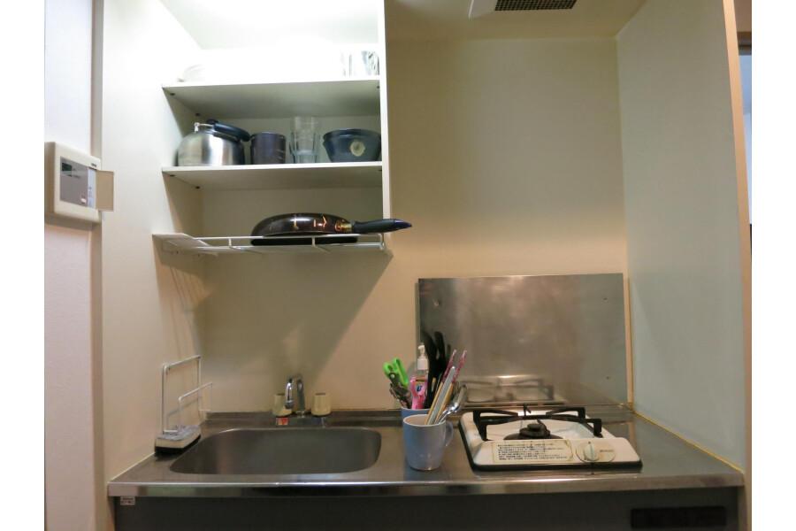 1K Apartment to Rent in Osaka-shi Minato-ku Kitchen