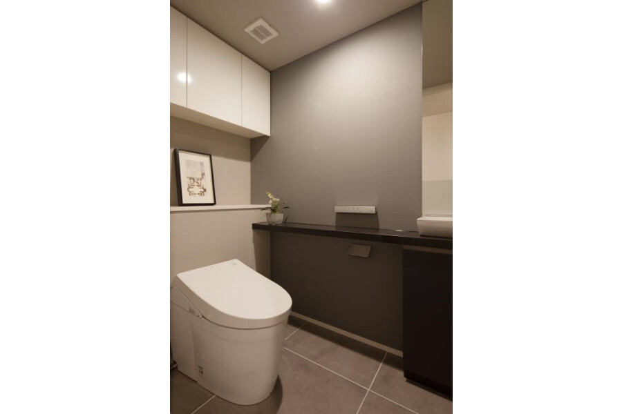 4LDK Apartment to Buy in Chuo-ku Toilet