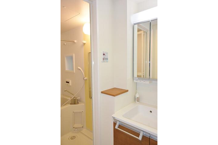 1LDK Apartment to Rent in Osaka-shi Chuo-ku Washroom