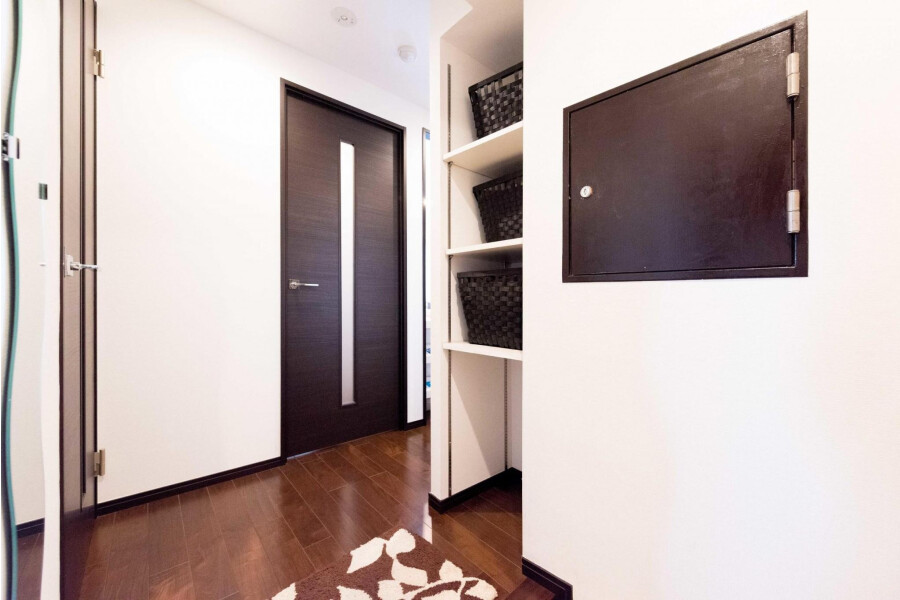 2LDK Apartment to Rent in Taito-ku Entrance