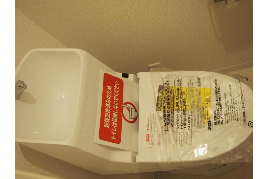 3LDK Apartment to Buy in Shinagawa-ku Toilet