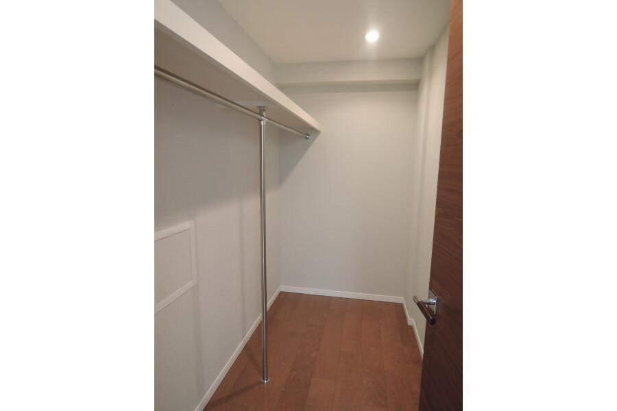 2LDK Apartment to Buy in Shinjuku-ku Toilet