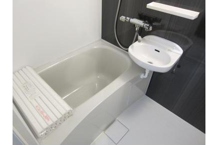 1K Apartment to Buy in Shibuya-ku Bathroom