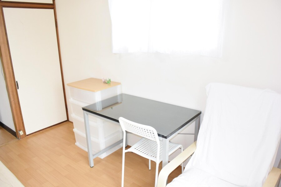 1K Apartment to Rent in Osaka-shi Higashinari-ku Living Room