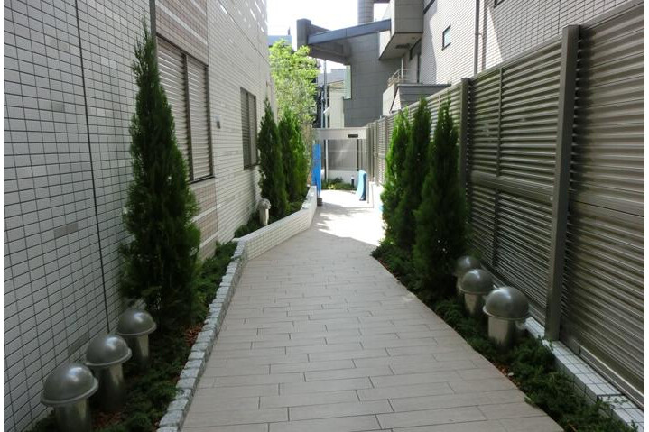 2LDK Apartment to Buy in Minato-ku Common Area