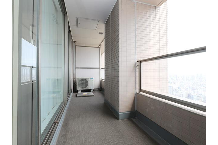 1LDK Apartment to Buy in Chuo-ku Balcony / Veranda