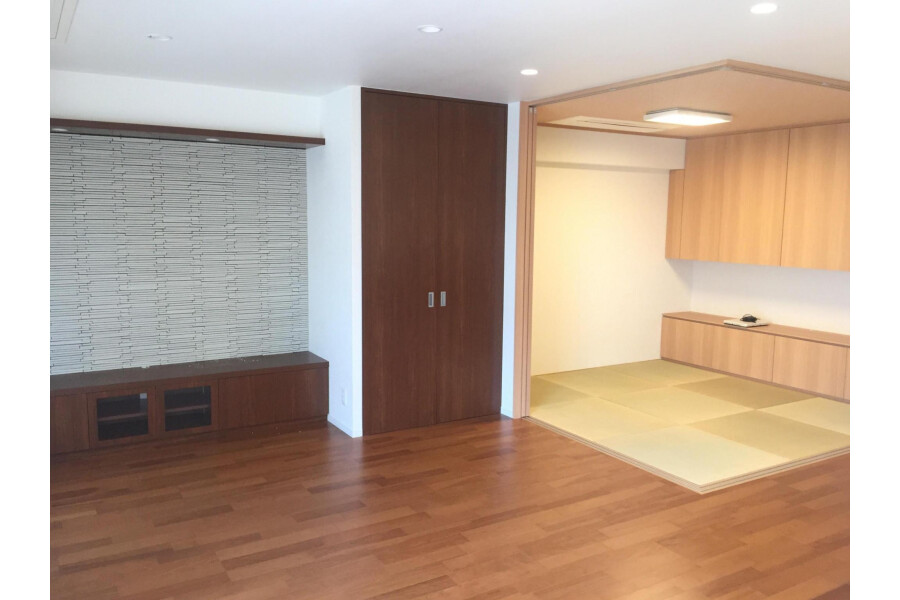 2LDK Apartment to Buy in Kyoto-shi Sakyo-ku Living Room