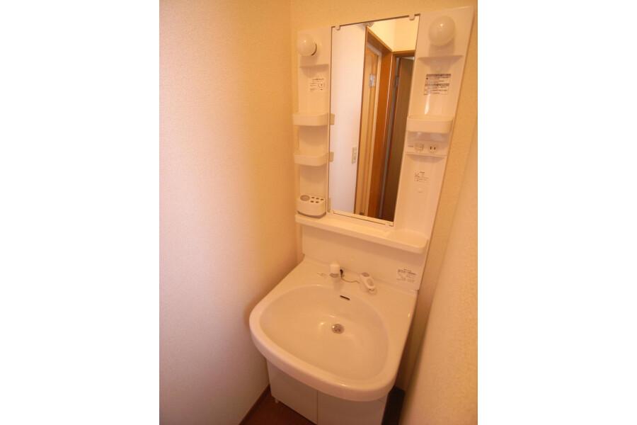 2DK Apartment to Rent in Setagaya-ku Washroom
