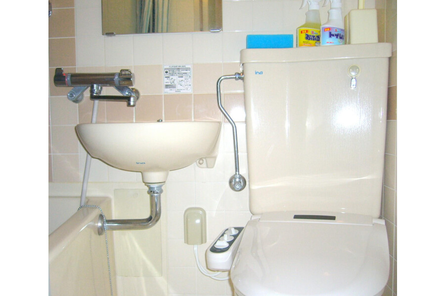 1R Apartment to Rent in Yokohama-shi Nishi-ku Bathroom