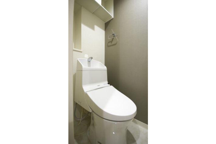 3LDK Apartment to Buy in Koto-ku Toilet