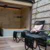Whole Building Hotel/Ryokan to Buy in Kyoto-shi Higashiyama-ku Balcony / Veranda