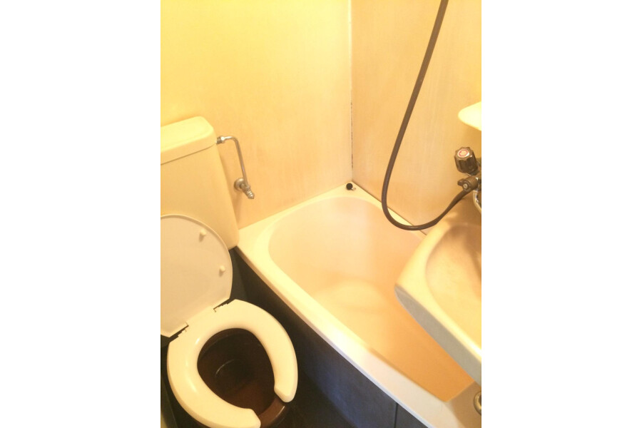 1K Apartment to Rent in Osaka-shi Higashiyodogawa-ku Bathroom