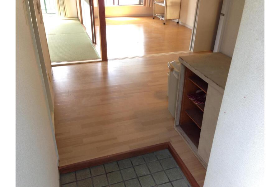 2DK Apartment to Rent in Kawasaki-shi Asao-ku Entrance