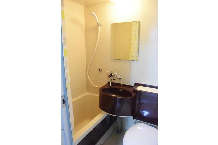 1R Apartment to Rent in Osaka-shi Higashinari-ku Bathroom