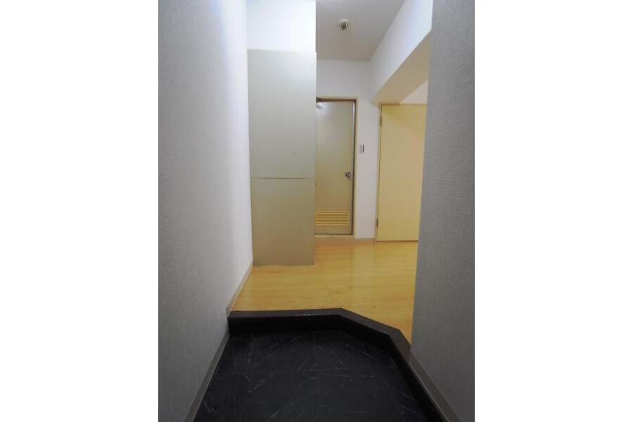 1R Apartment to Rent in Chiyoda-ku Interior