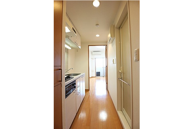 1K Apartment to Rent in Meguro-ku Entrance