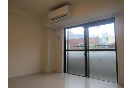 1K Apartment to Buy in Shibuya-ku Living Room