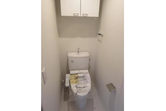 1K Apartment to Buy in Shibuya-ku Toilet