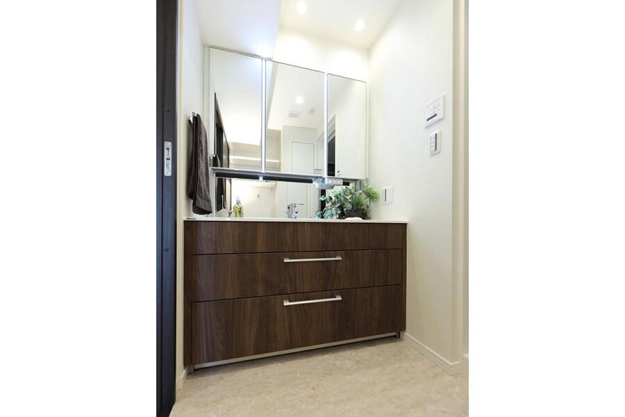 2SLDK Apartment to Buy in Meguro-ku Washroom
