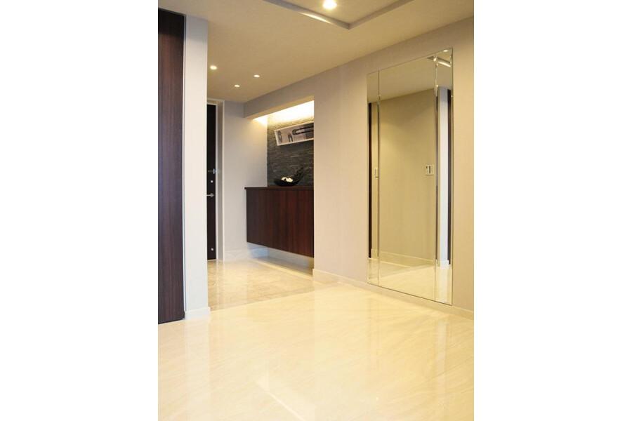 3LDK Apartment to Buy in Chiyoda-ku Entrance