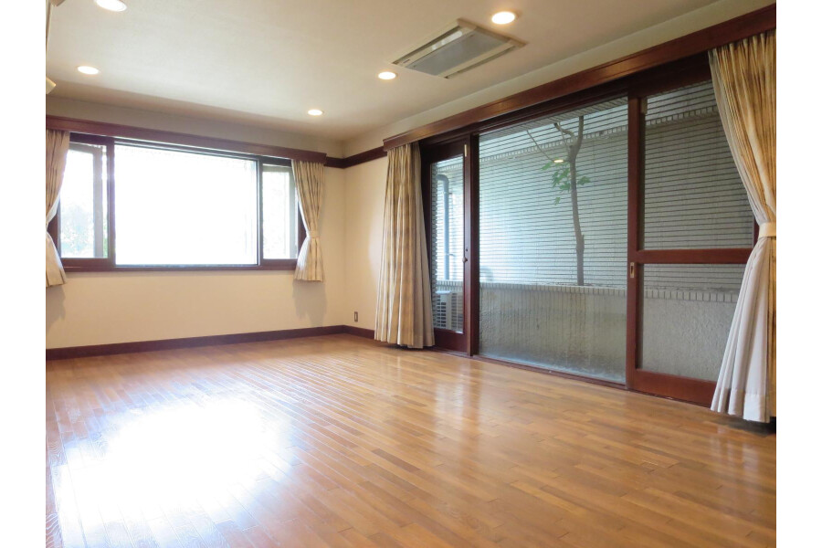 6SLDK House to Rent in Ota-ku Living Room