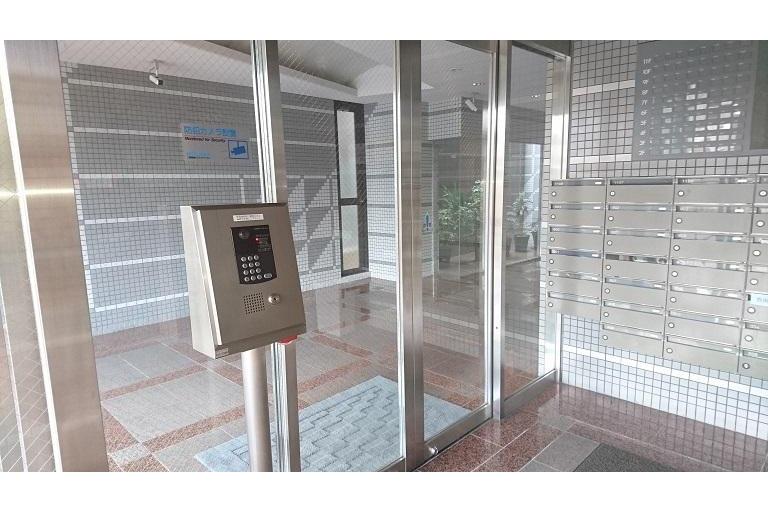 1R Apartment to Rent in Osaka-shi Naniwa-ku Security