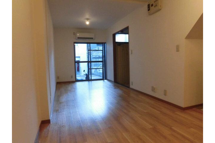 1LDK Apartment to Rent in Meguro-ku Living Room