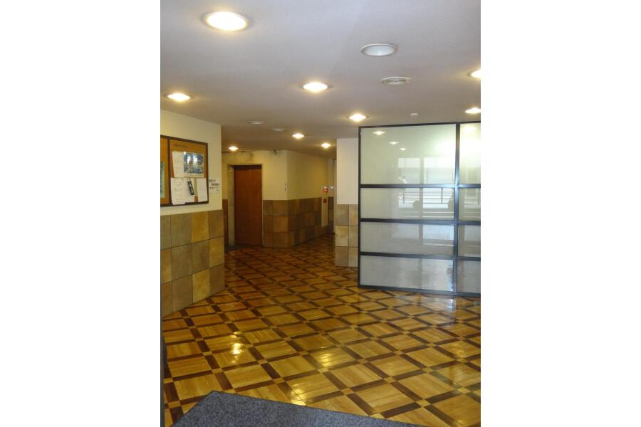 1R Apartment to Rent in Osaka-shi Chuo-ku Lobby