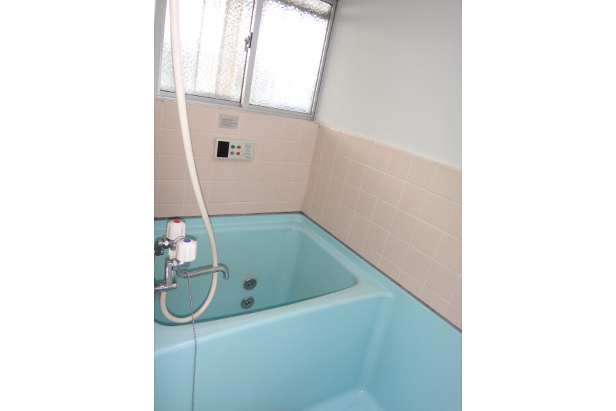 2DK Apartment to Rent in Osaka-shi Tennoji-ku Bathroom
