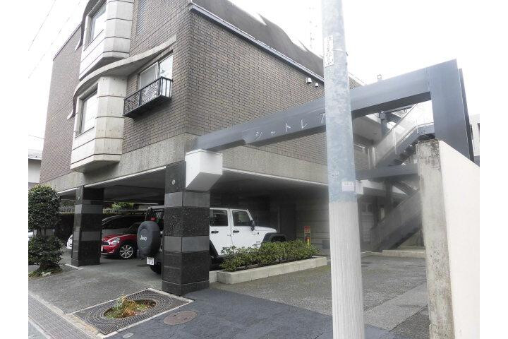 1LDK Apartment to Rent in Meguro-ku Entrance Hall