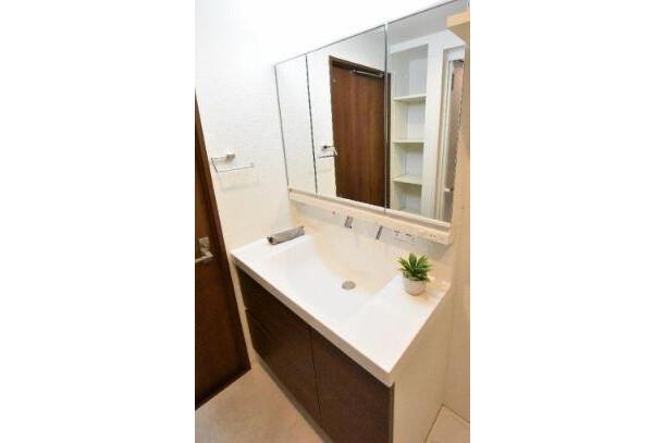 2SLDK Apartment to Buy in Ota-ku Washroom