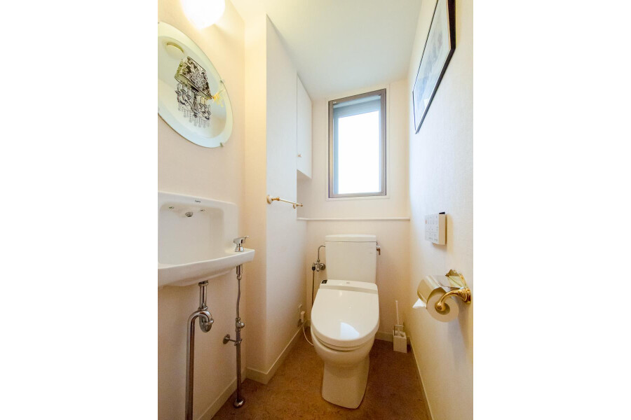 1LDK Apartment to Rent in Shinjuku-ku Toilet