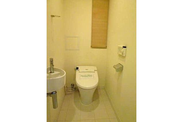 1LDK Apartment to Buy in Minato-ku Toilet