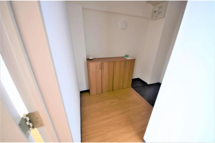 2LDK Apartment to Buy in Kyoto-shi Yamashina-ku Entrance