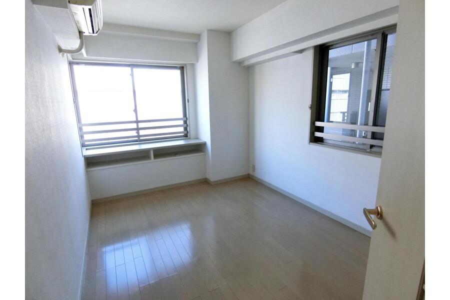 2SLDK Apartment to Rent in Yokohama-shi Kohoku-ku Bedroom