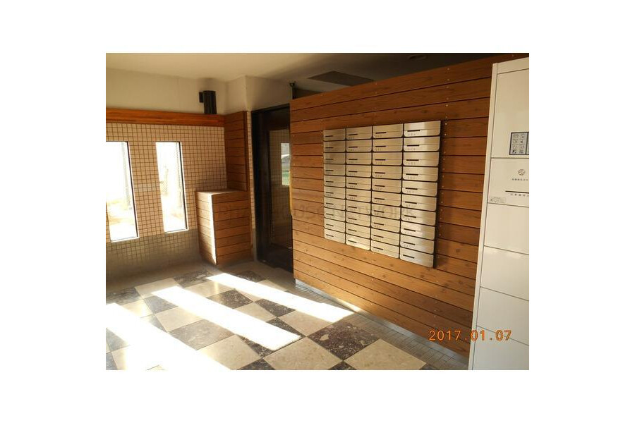 Whole Building Apartment to Buy in Ichihara-shi Entrance Hall