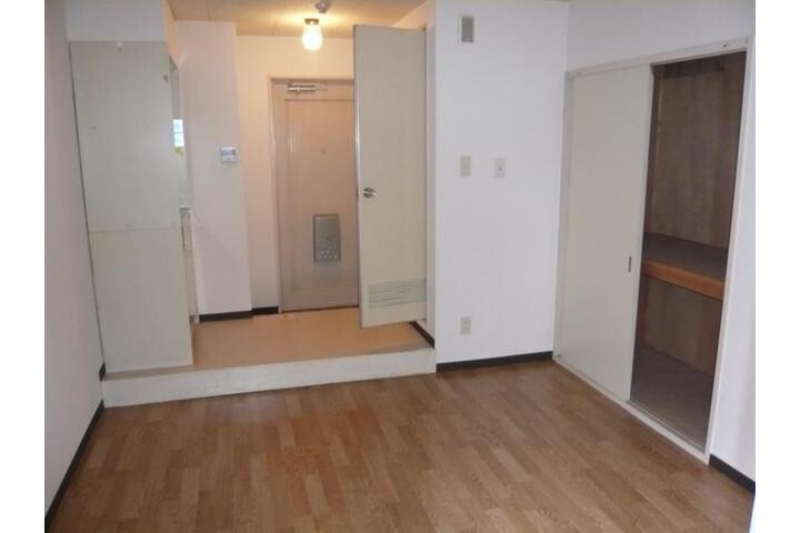 1R Apartment to Rent in Moriguchi-shi Living Room