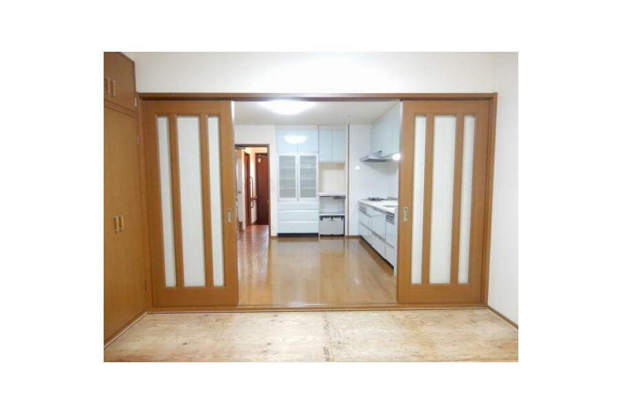 5LDK House to Buy in Higashiosaka-shi Living Room