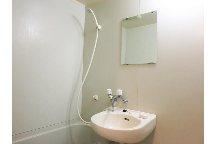 1K Apartment to Rent in Osaka-shi Minato-ku Bathroom