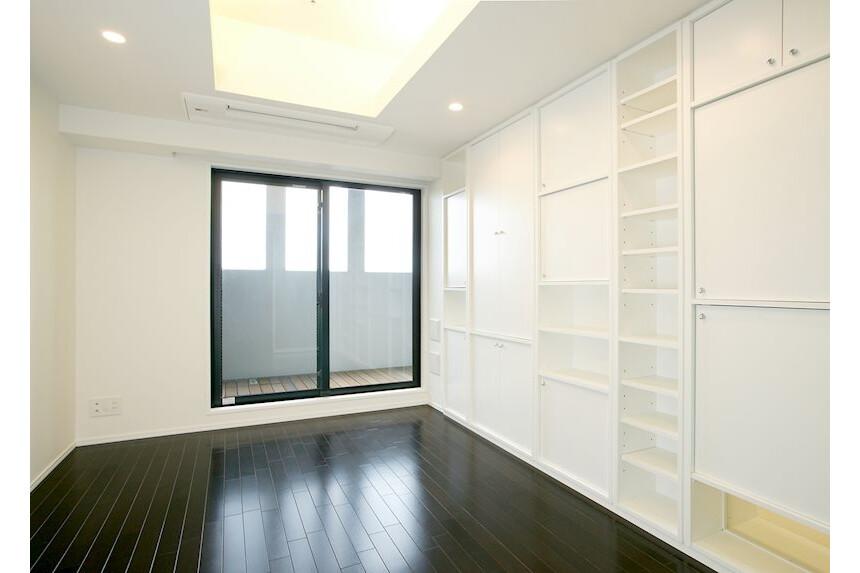 1K Apartment to Rent in Shinjuku-ku Living Room