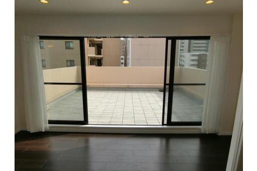 2LDK Apartment to Buy in Koto-ku Balcony / Veranda