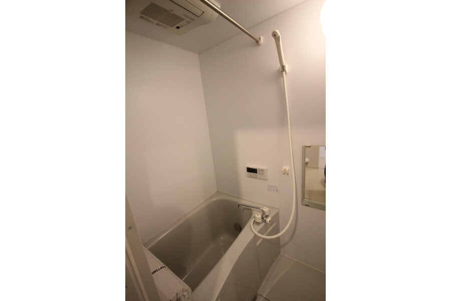 1K Apartment to Rent in Kawasaki-shi Tama-ku Bathroom