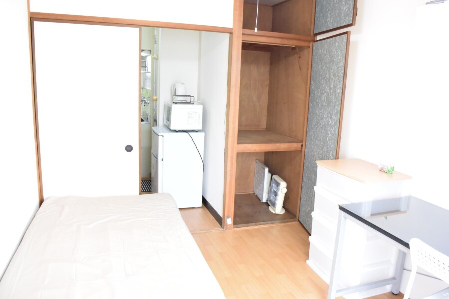 1K Apartment to Rent in Osaka-shi Higashinari-ku Bedroom