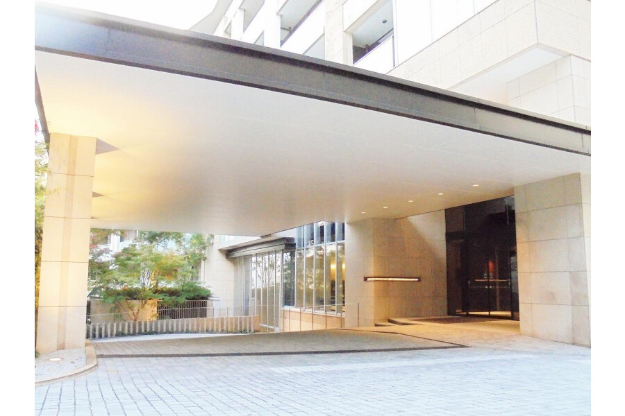 2LDK Apartment to Buy in Minato-ku Entrance