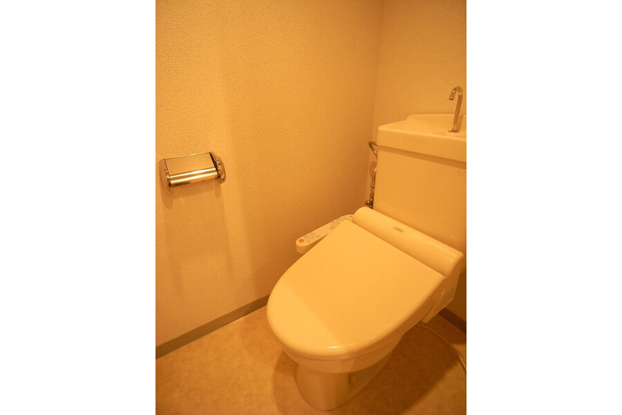 2LDK Apartment to Rent in Sagamihara-shi Minami-ku Toilet