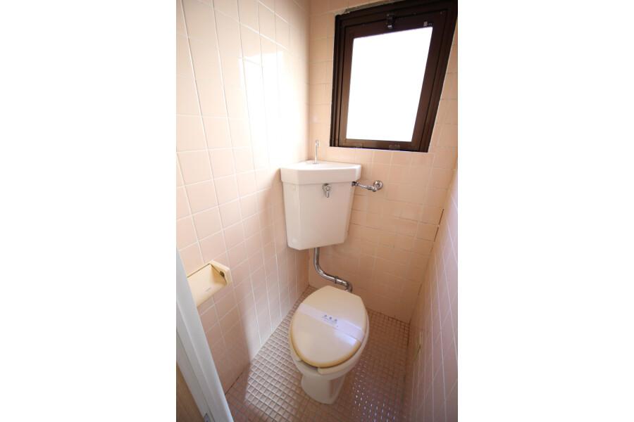 2K Apartment to Rent in Toshima-ku Toilet